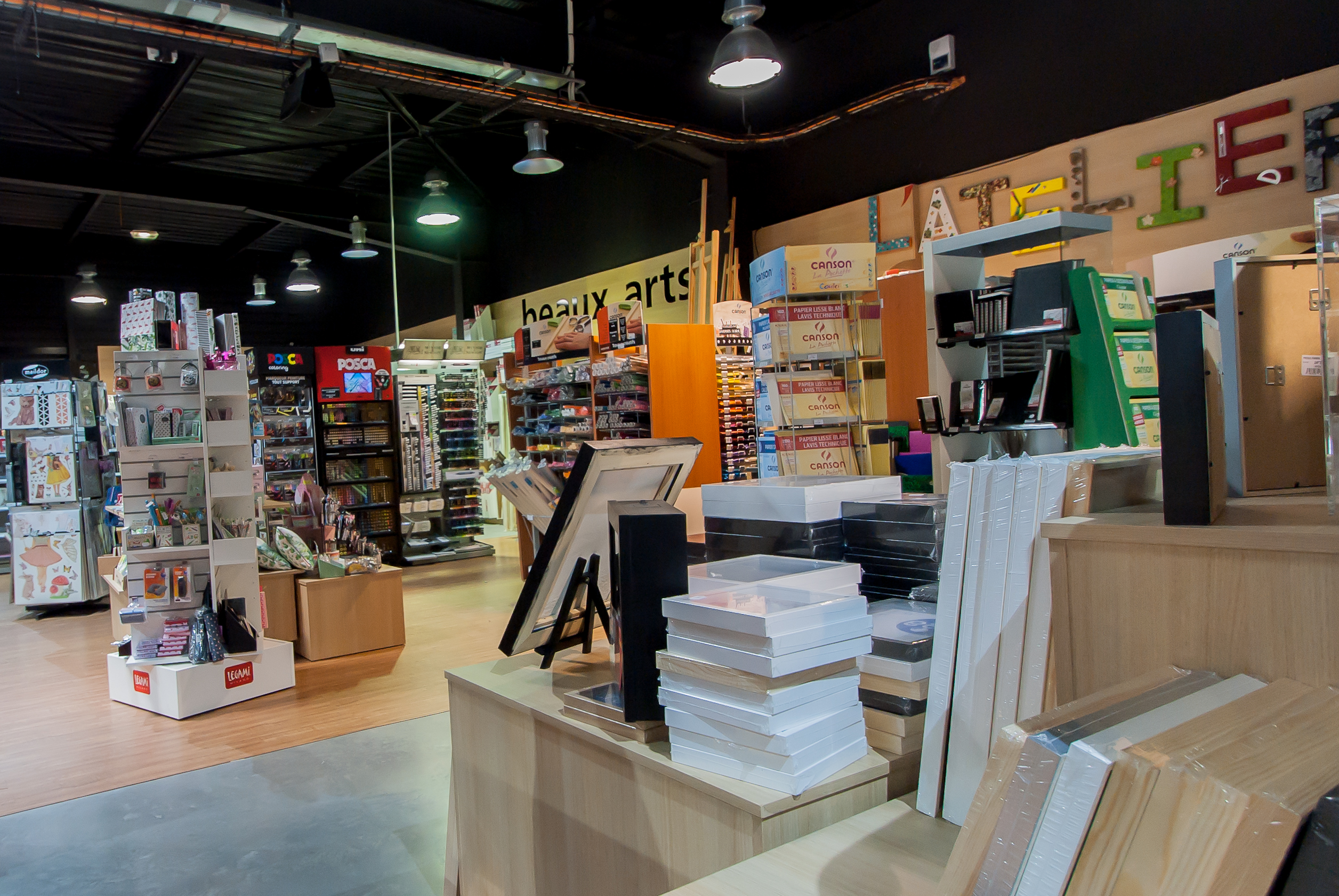 Color i magasins beaux arts loisirs cr atifs for Boutique loisirs creatifs paris